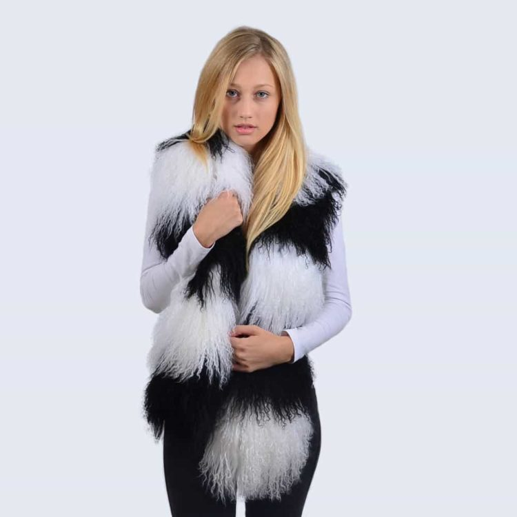 Mongolian_Scarf_Black&White_Model